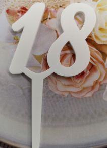 18 kakkukoristetikku, valkoinen