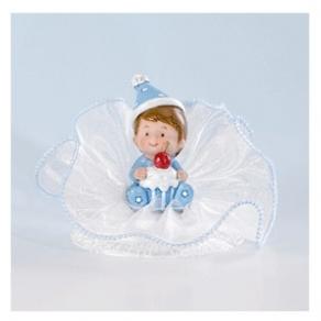 Kastekoriste poikavauva lahjalla tai kakulla