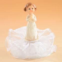 Rippilapsi seisova tyttö kakkukoriste