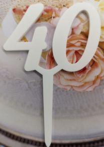 40 kakkukoristetikku, valkoinen