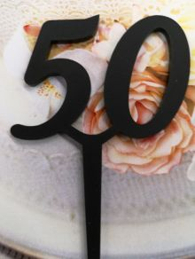 50 kakkukoristetikku, musta