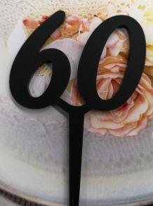 60 kakkukoristetikku, musta